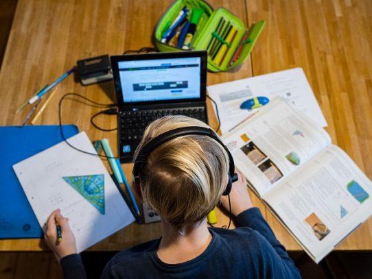 La educación en casa despega en EE.UU. mientras la pandemia cierra escuelas