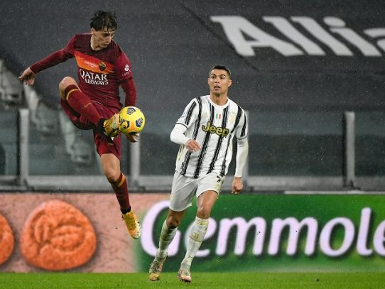 Ronaldo festeja los 36 con un gol ante la Roma que vale el tercer puesto