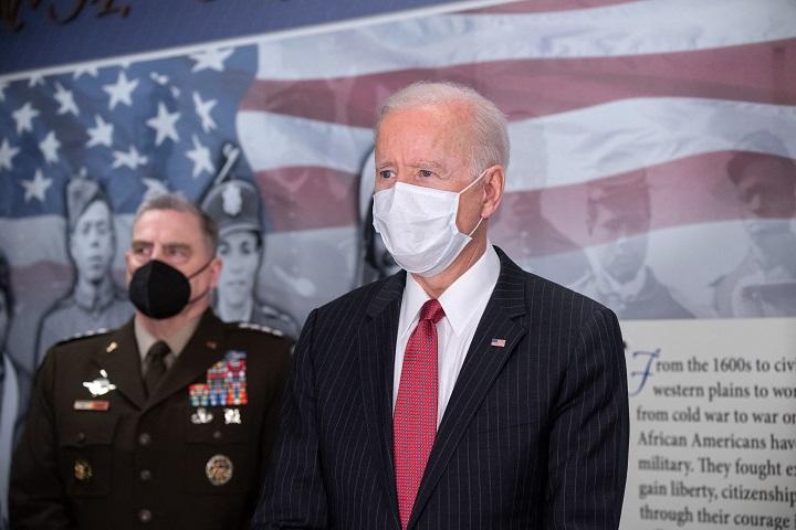 Biden defiende su plan de inversión en infraestructura para competir con China