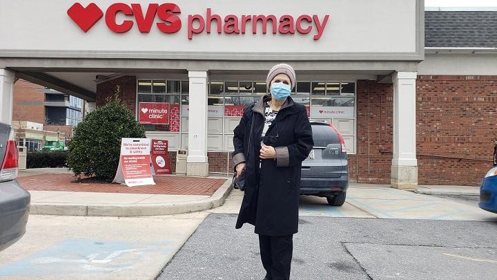 Esperanzas y frustraciones en una farmacia de EE.UU. que comenzó a vacunar