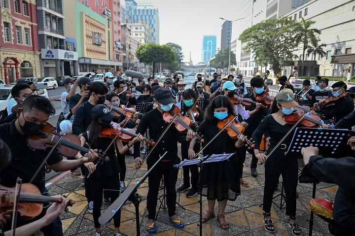 La música utilizada como arma contra la junta militar en Birmania