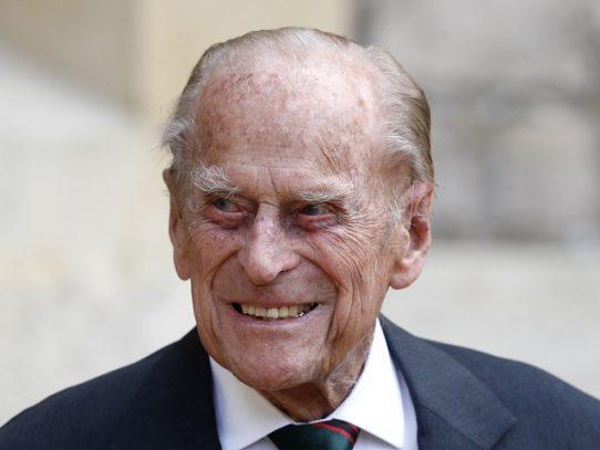"""Príncipe Felipe, esposo de la reina Isabel II, hospitalizado """"por precaución"""""""