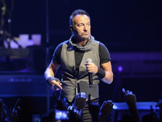 Springsteen pagará multa de 540 dólares por tomar tequila en un parque
