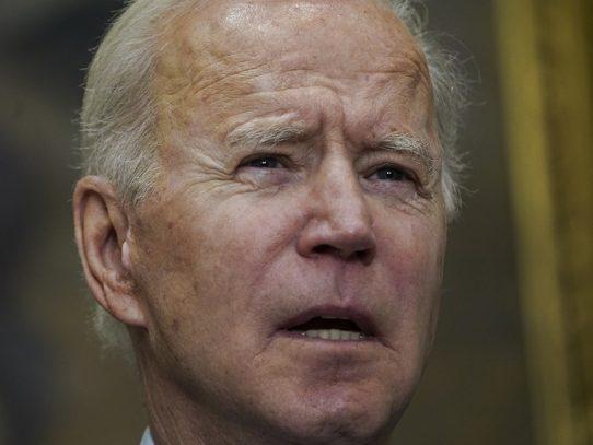 """Biden insta al Senado a aprobar """"rápidamente"""" paquete de estímulo económico"""