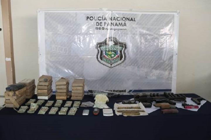 Incautan droga, armas, dinero en efectivo y más tras allanamiento en Boca La Caja