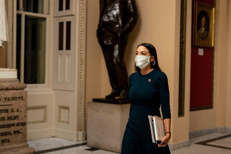No.  Alexandria Ocasio-Cortez no inventó su experiencia durante los disturbios en el Capitolio