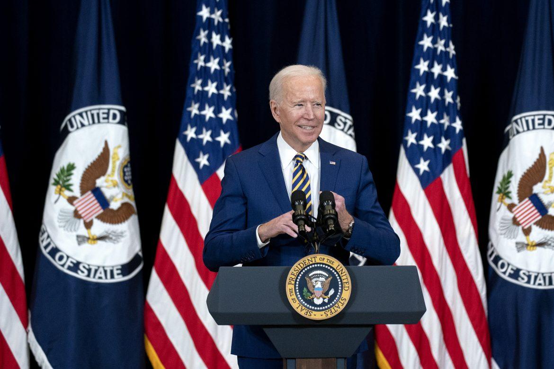 """Esos multimillonarios que no pagan impuestos, una """"ayuda"""" inesperada para Joe Biden"""