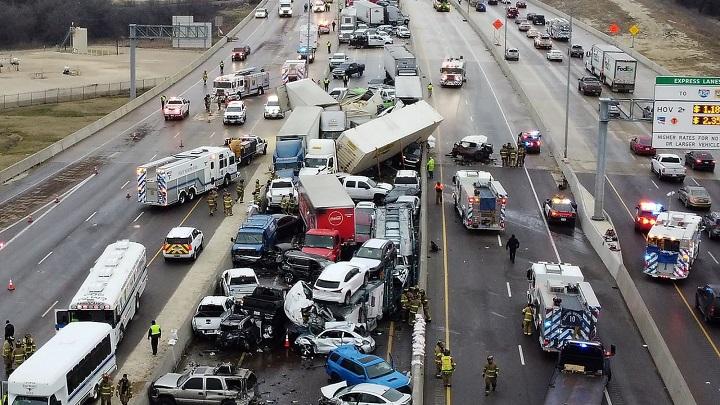 Al menos cinco muertos en colisión masiva en autopista de Texas