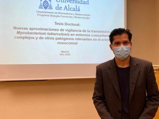 Panameño recibió calificación sobresaliente en su tesis de Biotecnología en España