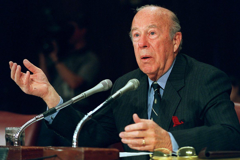 Murió George Shultz, la mano derecha de Reagan que ayudó a cerrar la Guerra Fría