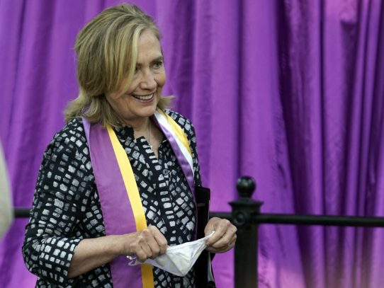 Hillary Clinton y Louise Penny publicarán una novela de suspenso en octubre