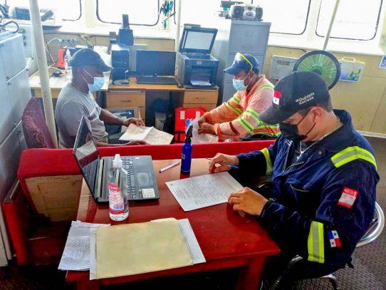 AMP lleva a cabo inspecciones en naves del servicio interior