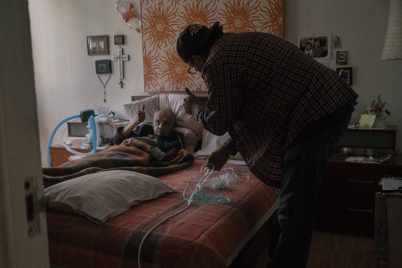 """""""El mercado de la muerte"""": el desabasto de oxígeno causa muertes en México"""