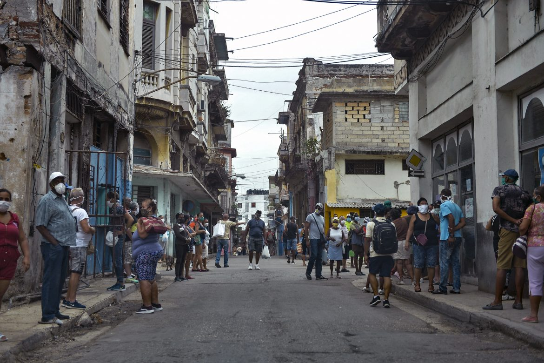Salud, prensa y educación seguirán prohibidas para sector privado en Cuba