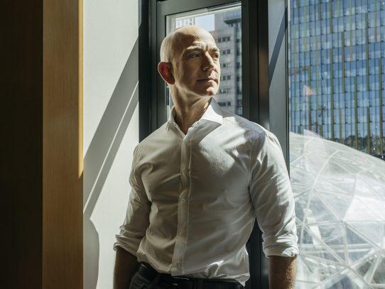 Opinión: Hola, Alexa, soy Jeff Bezos. ¿Cómo debería pasar mi tiempo ahora?