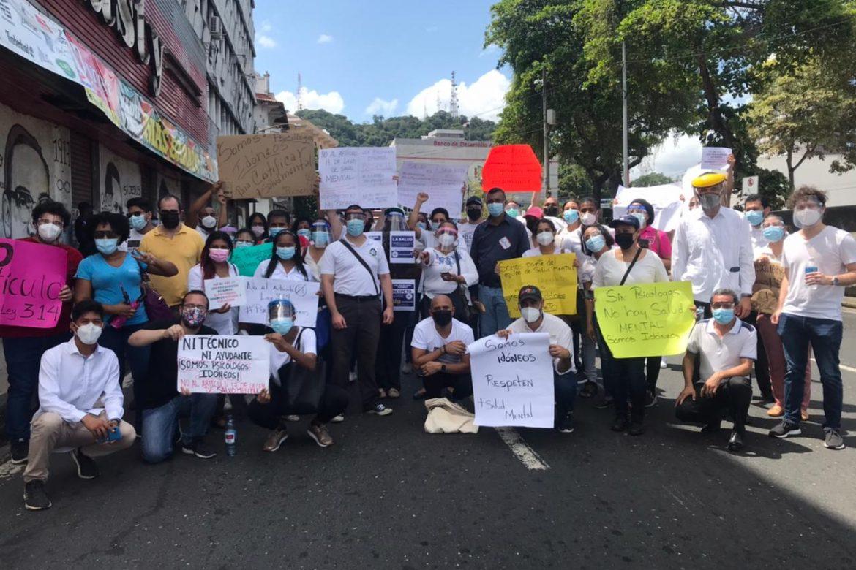 Psicólogos protestan hasta la Asamblea Nacional y piden ser escuchados