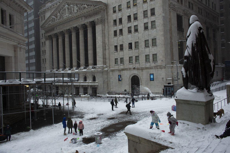 Wall Street cierra en alza, con nuevos récords