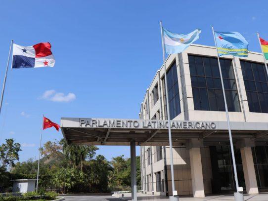 Parlatino se pronunció a favor del acceso a suministros esenciales, vacunas contra covid-19 e Internet