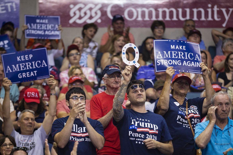 """""""Trump solo se sirvió de nosotros y de nuestro miedo"""": La travesía de una mujer para salir de QAnon"""