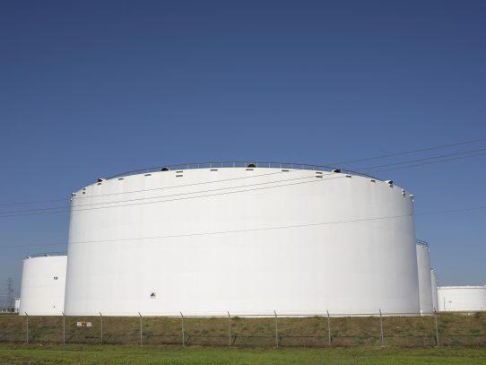 El barril de petróleo WTI supera los 60 dólares por preocupación por oferta