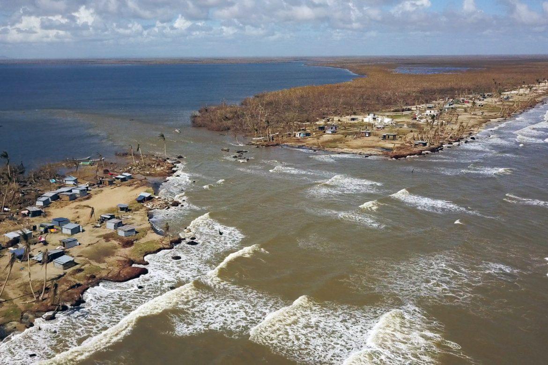 Tras la devastación del huracán, Nicaragua se enfrenta a un dilema: ¿reubicar o reconstruir?