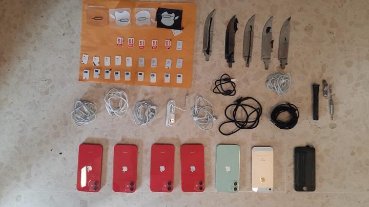 """Detectan celulares y hojas de """"feeling"""" en radios de baterías"""
