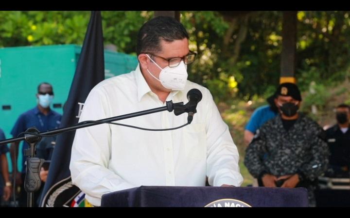 """Ministro Pino pide certeza del castigo para quienes causan """"inseguridad en los barrios"""""""