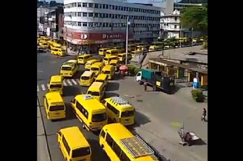Transportistas debuses colegialestrasladarán a las personas a centros de vacunación