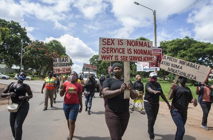 """""""¿Cómo me gano la vida?"""" Las prostitutas de Malaui desesperadas por la pandemia"""