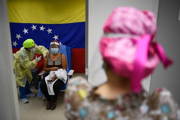 Maduro anuncia presencia en Venezuela de variante brasileña de covid-19