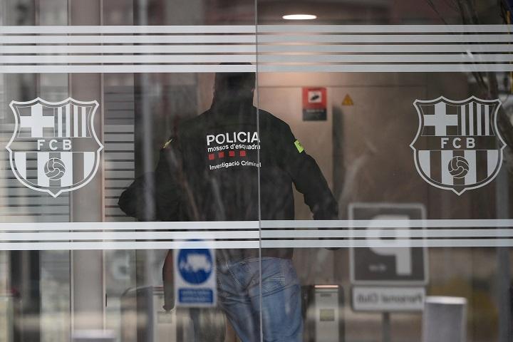 Operación policial en el FC Barcelona, su expresidente detenido