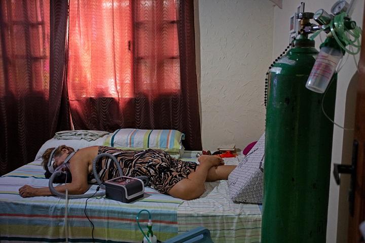 """La OPS expresa su """"preocupación"""" por alza de casos de covid-19 en Brasil"""
