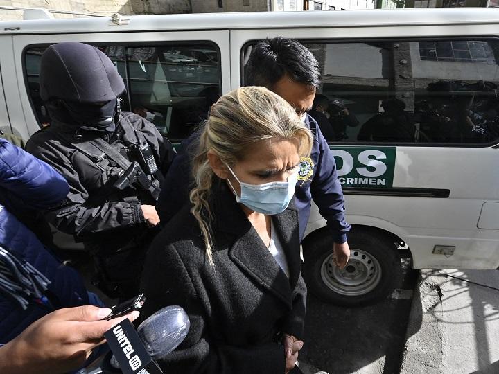 Trasladan de madrugada a expresidenta de Bolivia a otra prisión en La Paz