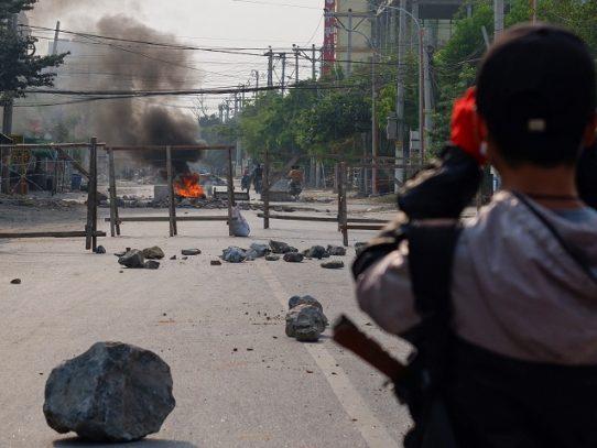 """Junta militar en Birmania, decidida a """"reprimir la anarquía"""", desoye presión internacional"""