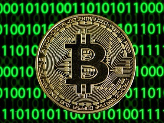 Tesla anuncia que sus clientes pueden pagar con bitcóins y empuja al alza a la moneda virtual