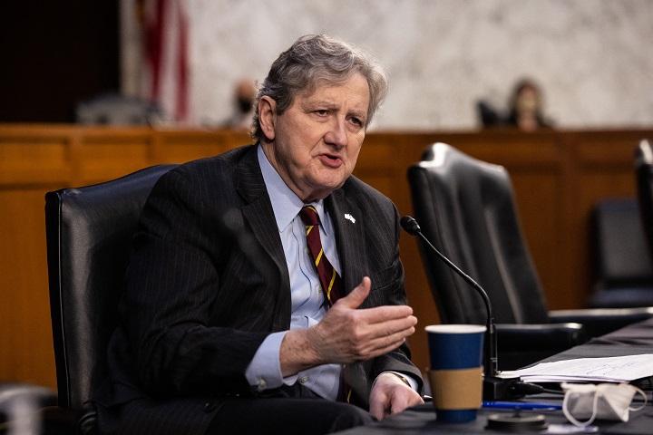 Director del FBI defiende el papel de la agencia antes del asalto al Capitolio