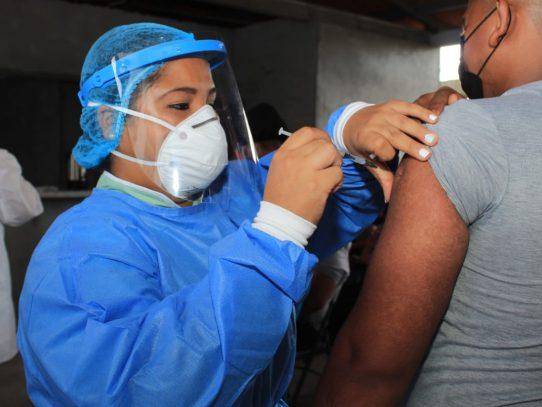 En Azuero estiman colocar 600 dosis diarias de vacuna AstraZeneca