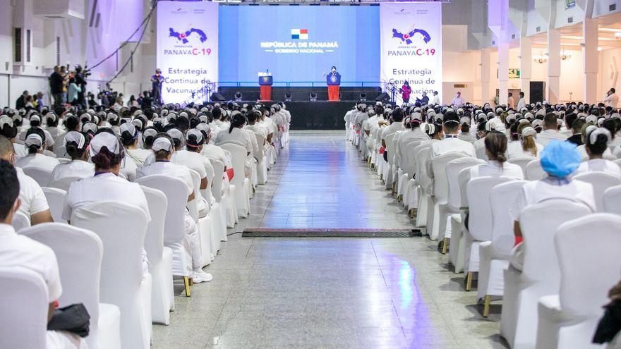 """""""Las enfermeras y enfermeros llevan mensaje de vida a los panameños"""", presidente Cortizo"""