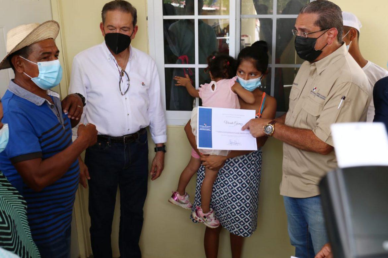 53 familias recibieron hogares nuevos, seguros y confortables