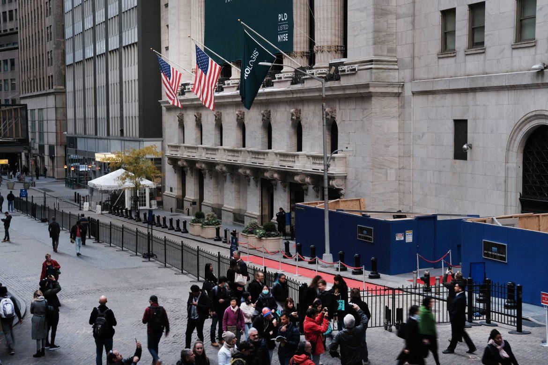 El Dow Jones terminó en un récord, tras la aprobación del plan de estímulo