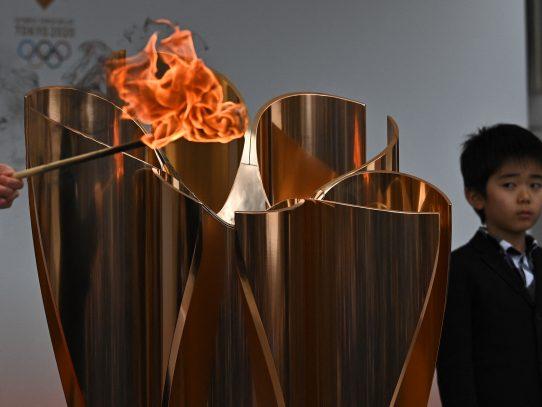 La salida de la llama olímpica sin espectadores, según prensa japonesa