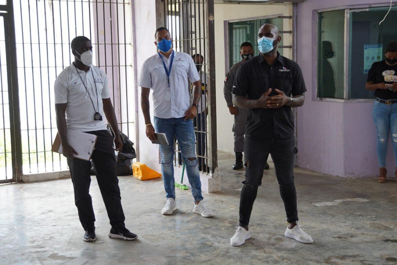 Exjugadores de la selección nacional de fútbol reunidos con jóvenes en conflicto con la ley