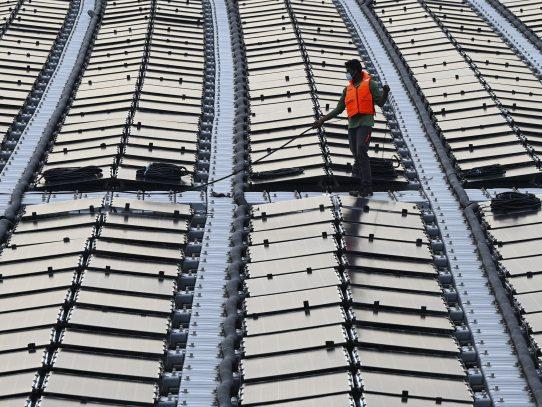 """A falta de espacio, Singapur crea """"granjas solares"""" en el agua"""