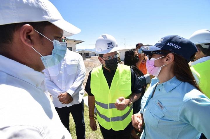 Ministro Paredes visita proyectos de viviendas de interés social en Boquete