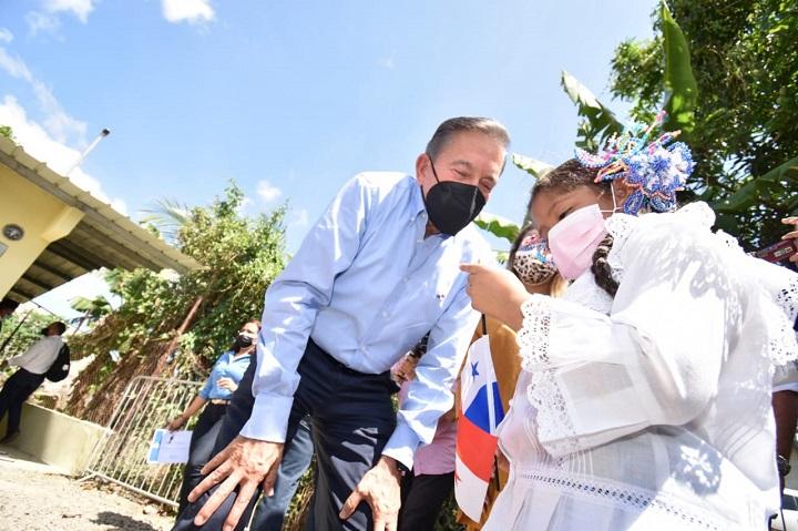Presidente Cortizo  entrega mejora habitacional a familia de bajos recursos en Pacora