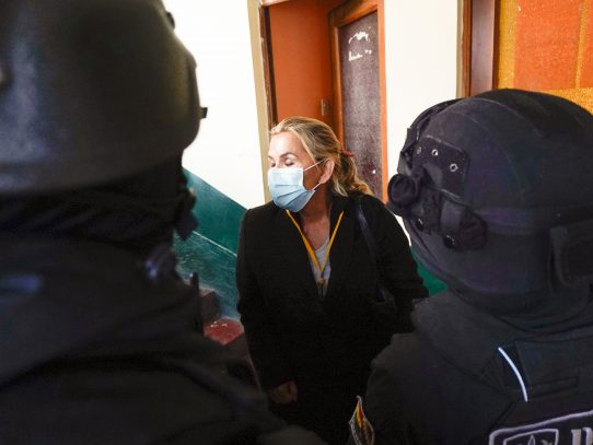 Detienen a expresidenta interina de Bolivia Jeanine Áñez
