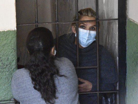 La Fiscalía boliviana solicita seis meses de detención preventiva para Áñez