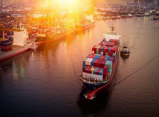 Expertos analizan el rol del administrador público y privado en la industria marítima