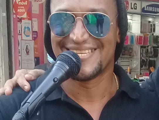 Personal del Municipio de Panamá impidió a Osvaldo Torres cantar en Calzada de Amador