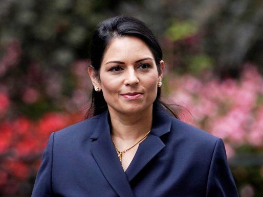 Gobierno británico indemnizará a alto cargo acosado por ministra del Interior